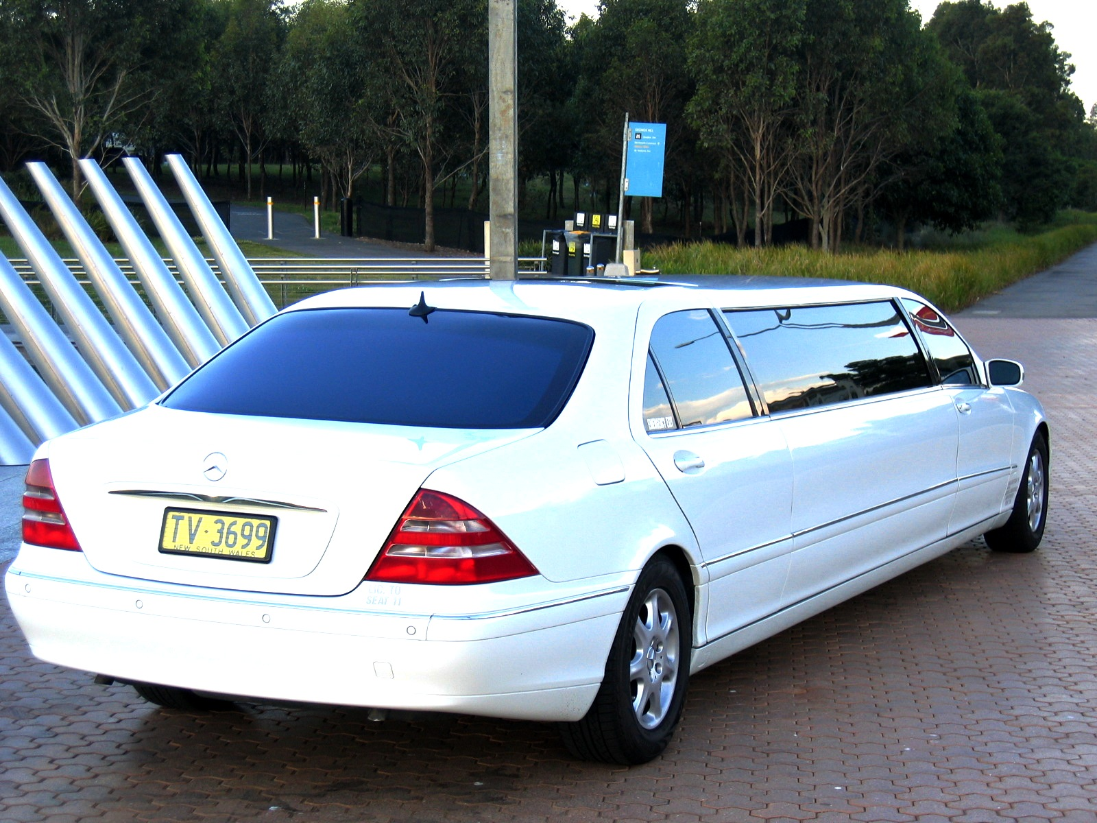 entice mercedes s class w220 10 seater limo. Black Bedroom Furniture Sets. Home Design Ideas